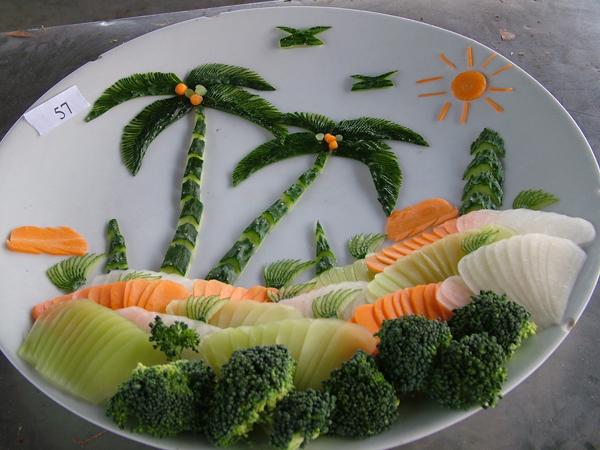 华南厨师学子 精美创意展台喜迎十八大图片